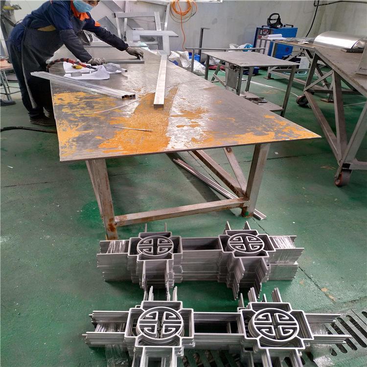 工程专用仿木纹铝窗花 铝窗花价格 仿木铝窗花厂家示例图5