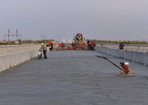 低价供应 纤维增强型桥面防水涂料 桥面防水粘结剂 厂家供货示例图4