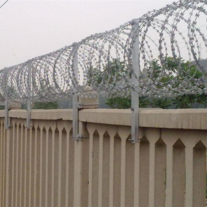刺丝滚笼护栏,铁路专用防护栅栏刺丝滚笼