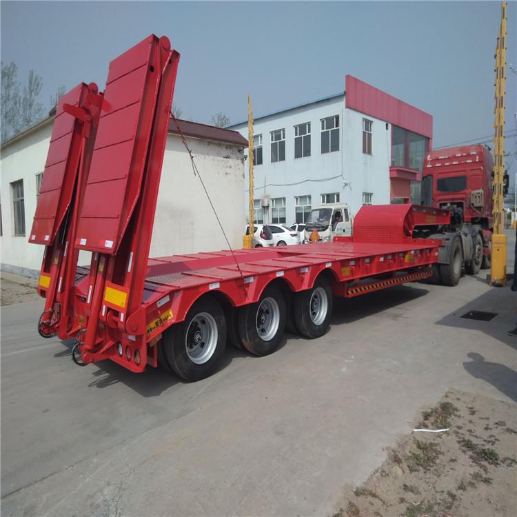 超长平板半挂车和超长集装箱骨架车标准5.5吨13米钩机板盘子7.8吨示例图9