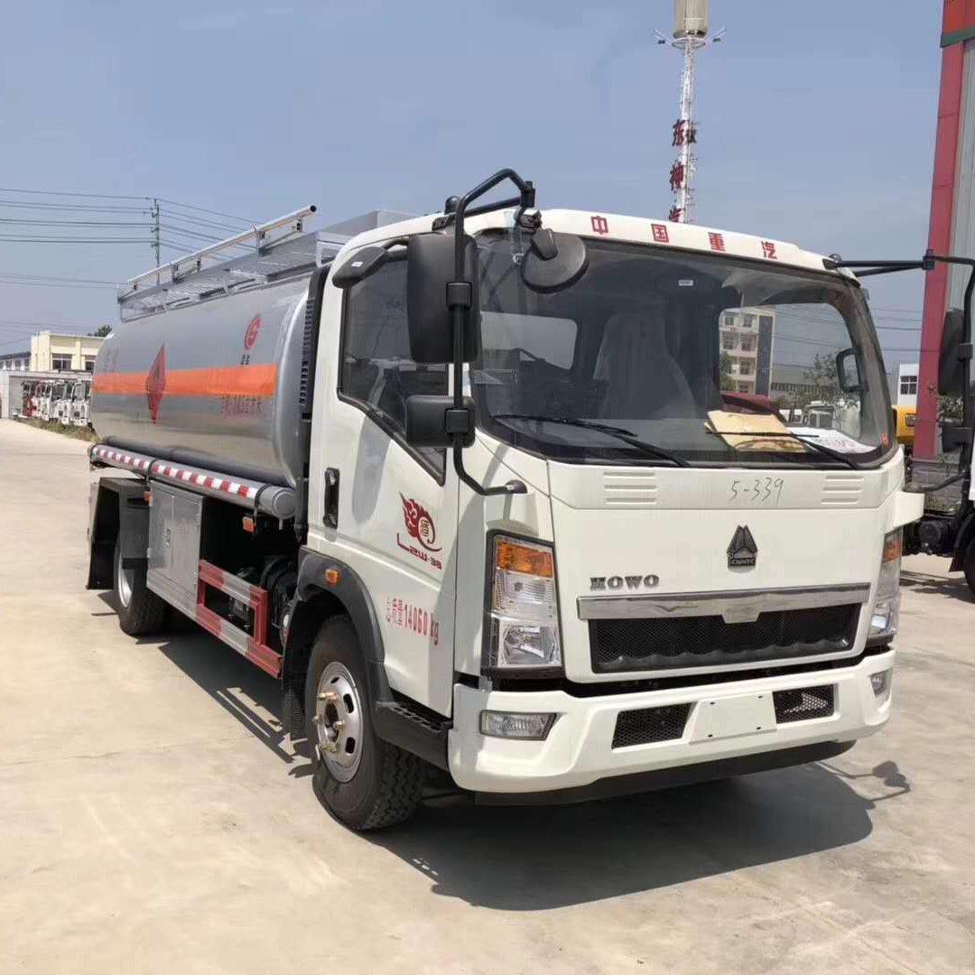 重汽豪沃10吨加油车,东风多利卡10吨油罐车,全国最低价10吨油罐车
