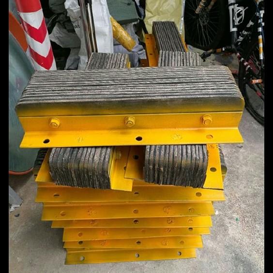 货台防撞胶 墙面缓冲垫 抗撞块 墙面保护器 物流码头卸货专用图片