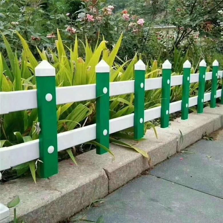德蘭優質PVC草坪圍欄現貨 PVC草坪圍欄 廠家定制組裝式草坪圍欄圖片