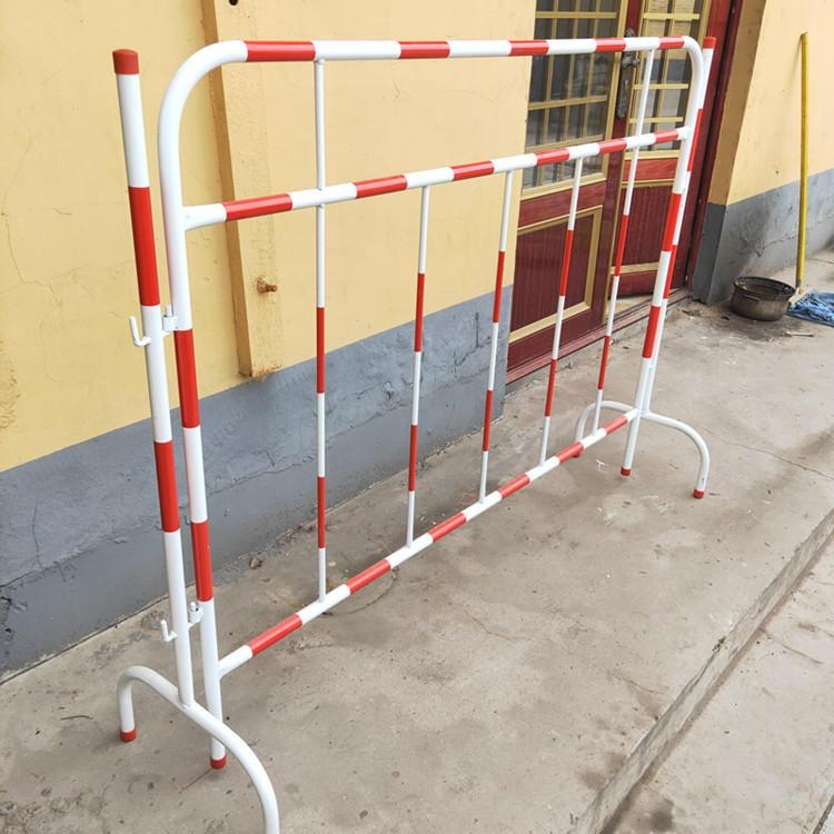 山東護欄廠家 鐵馬臨時圍欄 新品反光膜安全護欄 鐵馬護欄