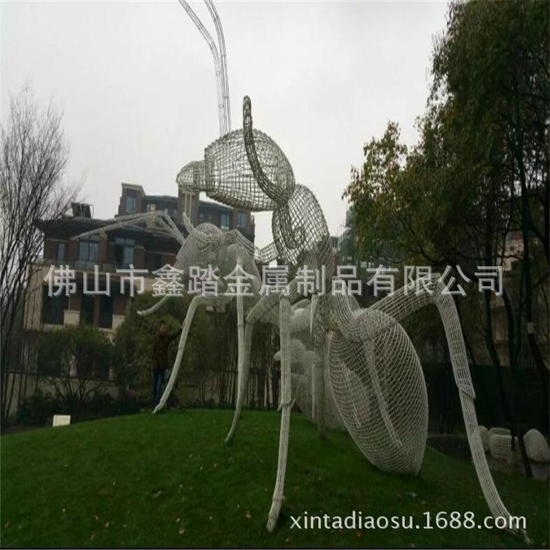 人造草坪大型304不锈钢镂空蚂蚁雕塑 白色氟碳漆表面安装效果图示例图9