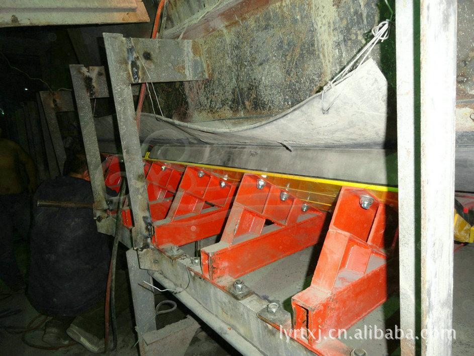 缓冲床在带式输送机上的应用 防物料洒落缓冲床示例图10