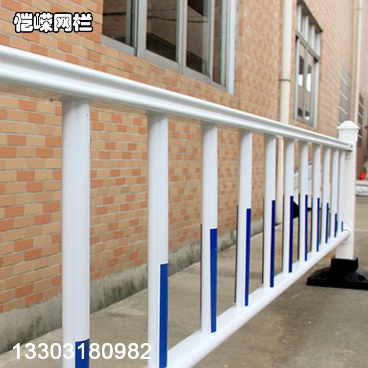 恺嵘山西市政围栏 热镀锌城市交通道路护栏 道路护栏网报价示例图2