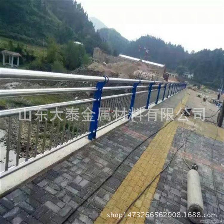 威海304不銹鋼復合管護欄廠家 定做橋梁護欄立柱量大優惠價格示例圖1