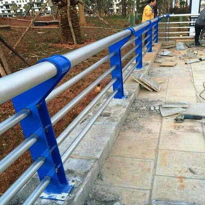 河道邊橋梁防撞護欄 橋梁不銹鋼防撞欄桿 304內襯碳素鋼復合管隔離欄桿