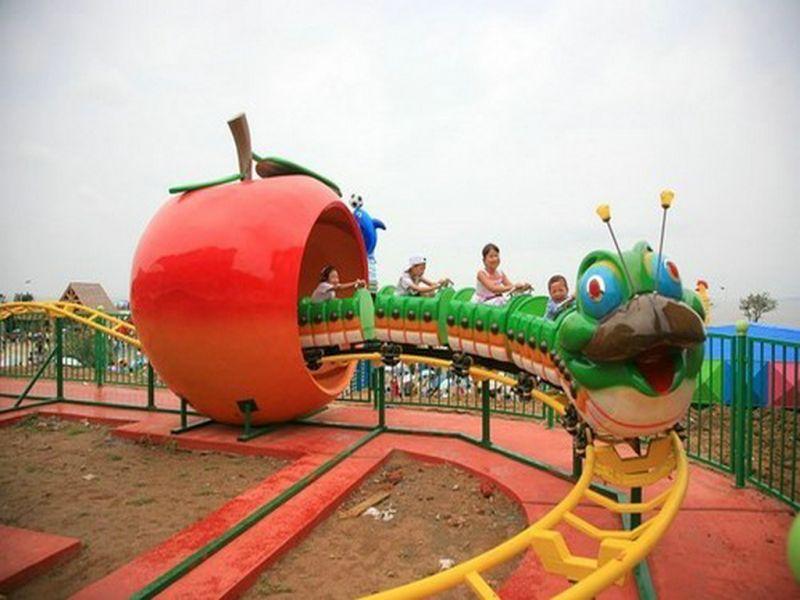 可爱的青虫造型之果虫滑车游乐设备 小朋友喜爱公园轨道果虫滑车示例图11