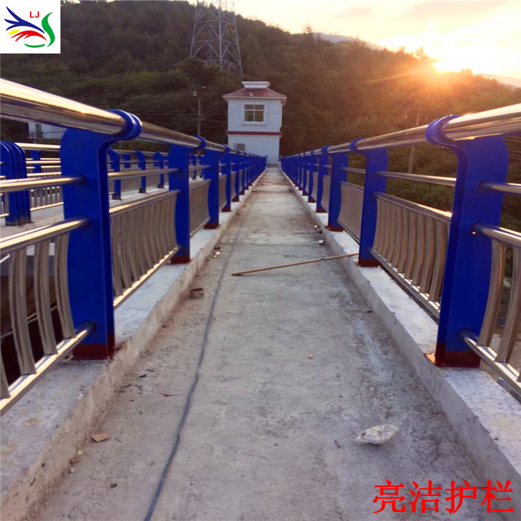 来图加工桥梁不锈钢护栏 河道防护镀锌护栏 304不锈钢碳素钢复合管护栏 2019新款
