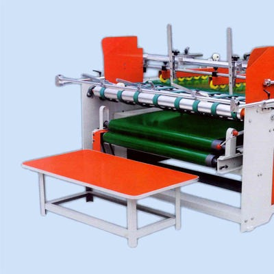 鑫亿东光设备半自动压合式粘箱机  半自动压合式糊盒机  粘箱机直销厂家    异形箱粘箱机 压合式粘箱机