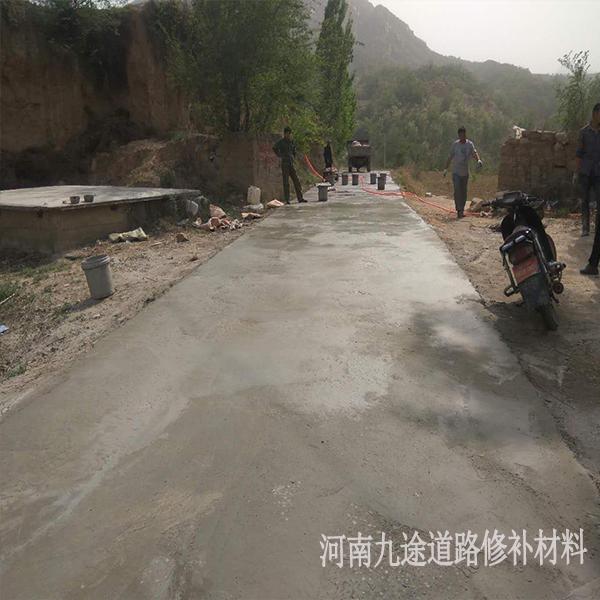混凝土地面起皮露石子修补 水泥路面修补料 水泥路面起砂露石子修补 河南水泥路面修补料,起砂露石子破损修补