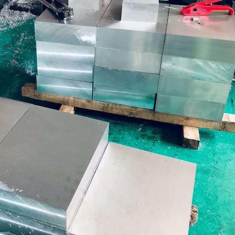 山東鋁板廠家 5052鋁板  6061鋁板可切割定做 盡在優信通鋁業