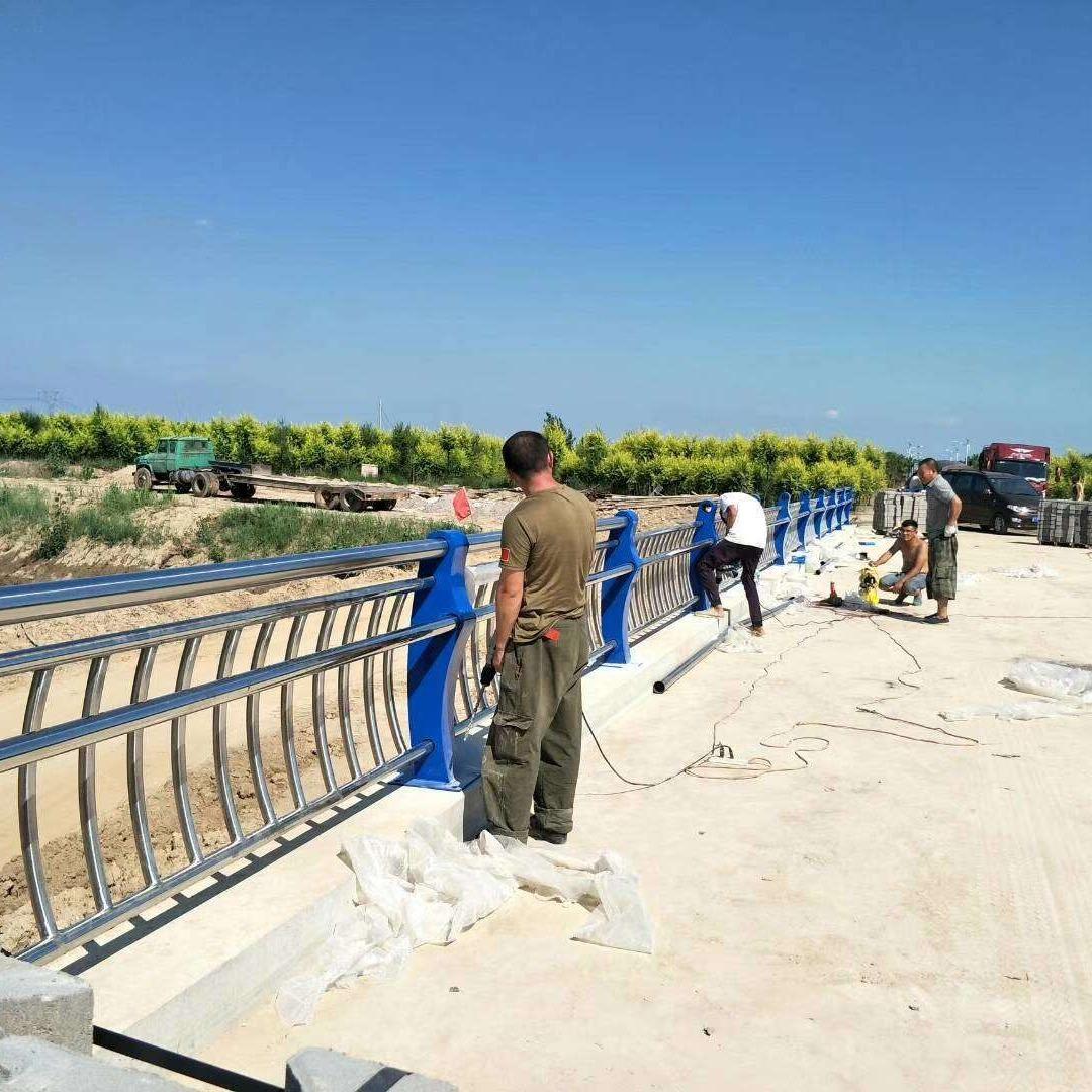 防撞橋梁護欄、不銹鋼復合管護欄報價、橋梁護欄制作安裝、鋼板立柱支架切割噴塑、201不銹鋼復合管