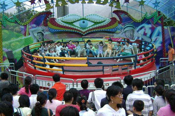 迪斯科转盘儿童游乐设备_厂家直销大型24座迪斯科转盘_郑州大洋示例图5