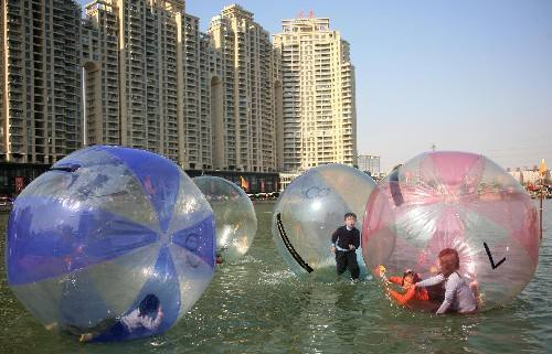 儿童游乐设备水上步行球 厂家批发 大洋现货供应彩色水上步行球项目游艺设施示例图7